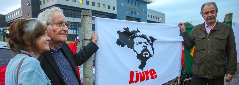 Noam Chomsky : « J'ai rencontré Lula, le prisonnier politique le plus important au monde »